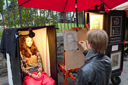 Portrait Artist Drawing in Quebec city
